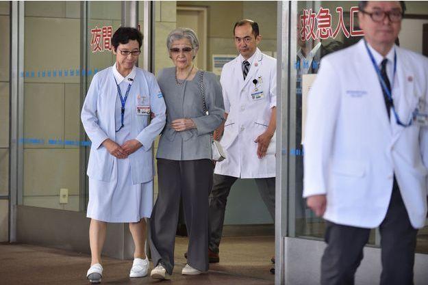 L'ex-impératrice Michiko du Japon à sa sortie de l'hôpital, à Tokyo le 10 septembre 2019