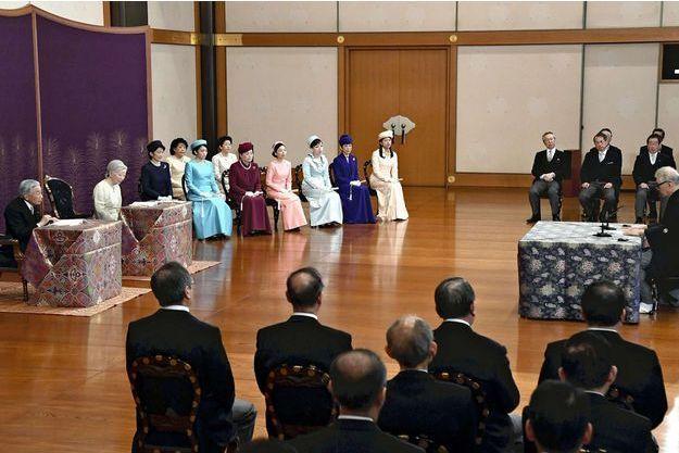 L'empereur Akihito du Japon et l'impératrice Michiko avec la famile impériale à Tokyo, le 11 janvier 2019