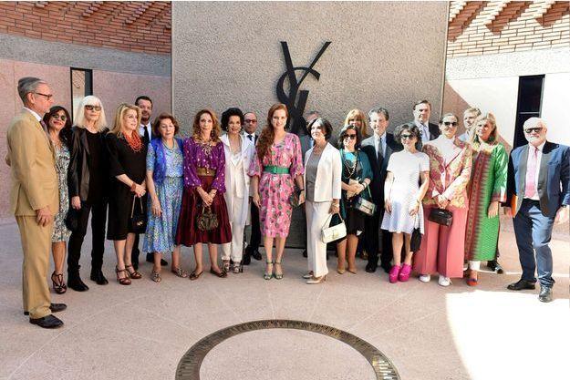 c7e52a55b48 La princesse Lalla Salma du Maroc, avec Catherine Deneuve et Marisa  Berenson, lors de