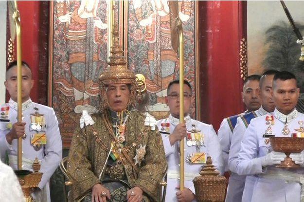 Le roi de Thaïlande Maha Vajiralongkorn (Rama X) s'est couronné lors d'une cérémonie à Bangkok, le 4 mai 2019