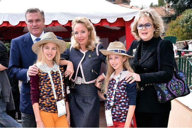 Pendant le tournoi de tennis des Rolex Masters à Monte-Carlo en 2015, Charles, Camilla et leurs deux filles avec la «reine mère» Edoarda.