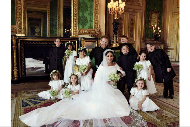 Photo officielle du mariage du prince Harry et de Meghan Markle avec leurs enfants d'honneur