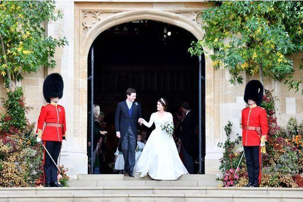 La princesse Eugenie d'York et Jack Brooksbank, suivis des enfants d'honneur de leur mariage, le 12 octobre 2018
