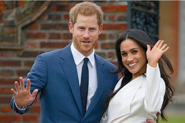 Entre le prince et l'actrice, c'est sérieux, et ils l'officialisent ! Lundi 27 novembre, dans les jardins de Kensington Palace, à Londres.