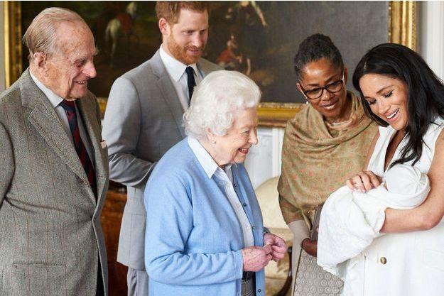 La reine rencontre pour la première fois le petit Archie, fils de Meghan et Harry.