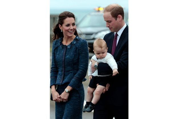 Diaporama Premières photos du prince George avec sa soeur.