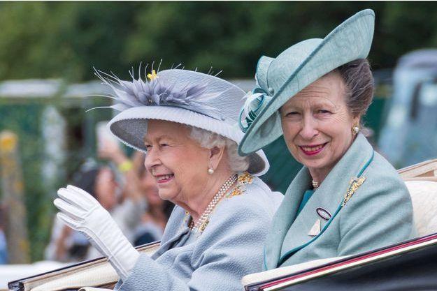 La princesse Anne avec sa mère la reine Elizabeth II à Ascot, le 20 juin 2019