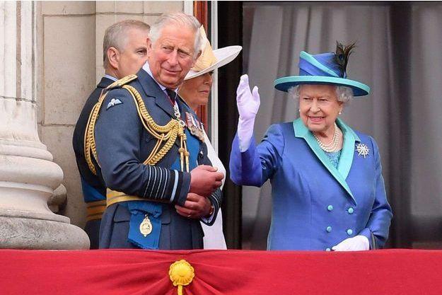 La reine Elizabeth II et son fils aîné et héritier le prince Charles, le 10 juillet 2018