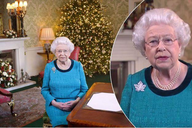 La reine Elizabeth II lors de son message de Noël 2016. En médaillon, avec la broche feuille d'érable lors de ses voeux 2017 aux Canadiens
