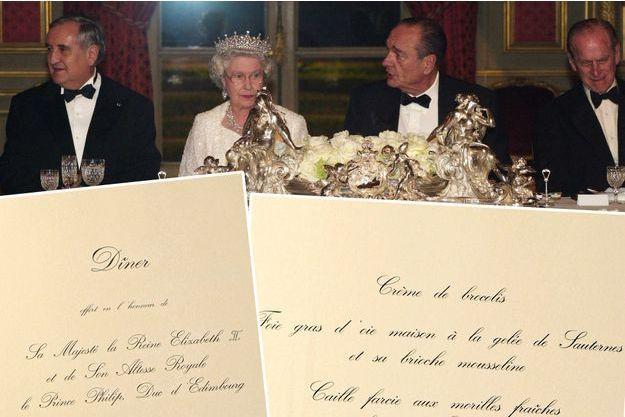 La reine Elizabeth II et le prince Philip avec le président Jacques Chirac et le premier ministre Jean-Pierre Raffarin au Palais de l'Elysée le 5 avril 2004. En bas, le menu de ce dîner d'Etat.