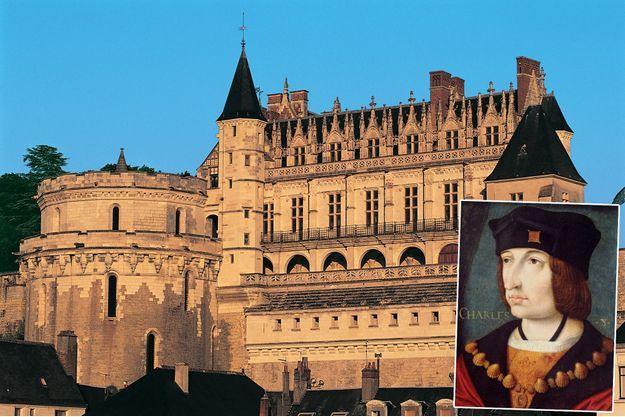 Le château d'Amboise. En médaillon, portrait de Charles VIII.