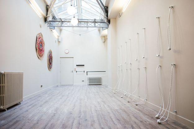 La salle apaisante du Tigre Yoga Club Marais, 11 rue du Perche 75003 Paris.