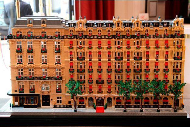 Le Plaza Athénée à vendre… en Lego