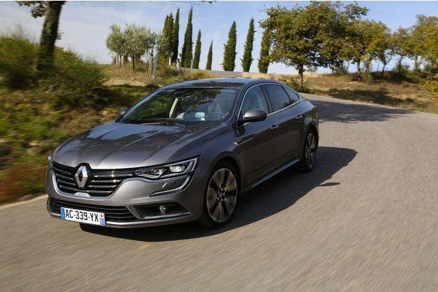 La Renault Talisman est particulièrement à son aise dans les virages (ici en finition Initiale Paris).