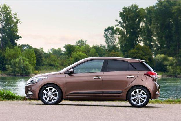 La Hyundai i20 reçoit désormais un trois-cylindres essence de 120 chevaux.