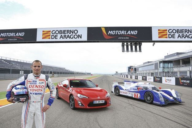 Stéphane Sarrazin pilotera la Toyota TS 030 Hybrid (à dr.) lors des 90es 24 Heures du Mans.