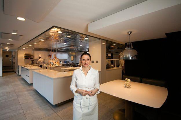 Avide de culture et toujours en quête de sensations nouvelles, Anne-Sophie Pic s'est construit un univers qui lui est propre, sensuel et élégant. Comme sa cuisine.