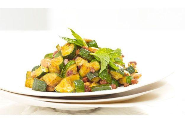 La courgette poêlée aux amandes, poudre de curry, menthe poivrée et chorizo de Frédéric Anton.