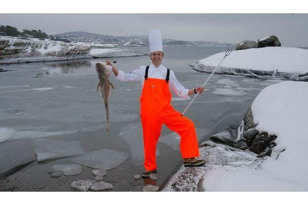 Pêcheur de trophée. Mercredi 4 février, à Asnes, au bord du fjord de Sandefjord, par – 10 °C. Maintenant qu'il a réalisé son rêve, il a plus de temps pour ses passe-temps favoris : la pêche sous-marine (turbot, cabillaud, saint-jacques et poisson-chat) et la chasse au canard.