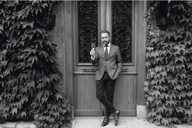 Gentleman champagne, Alexandre Cornot devant le siège de ses bureaux.