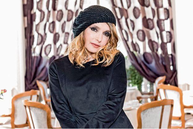 A Paris, au restaurant de l'hôtel Raphael, l'une des adresses préférées de Jeanne.