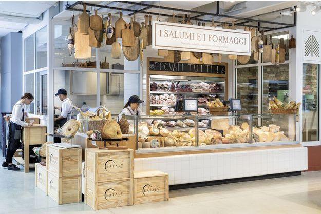 Entre le café et le comptoir des Jambons et fromages, du spectacle avec le Mozzarela Show qui réalise le fromage en direct.