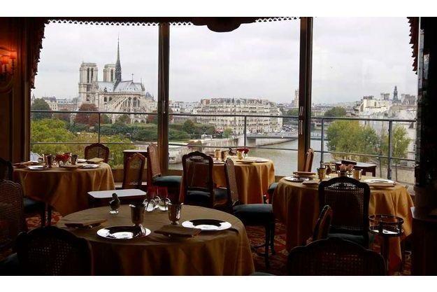 L'intérieur du restaurant La Tour d'Argent, à Paris (ancien 3 étoiles rétrogradé 1 étoile en 2006)