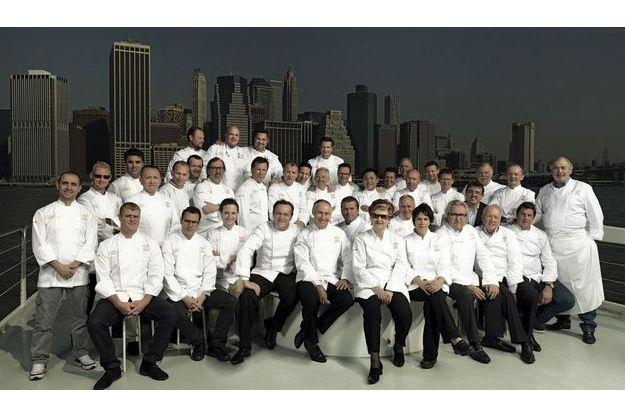 Quelques heures avant de se mettre en cuisine, 38 chefs, dont deux femmes, se sont retrouvés pour Paris Match sur un bateau au large de Manhattan.