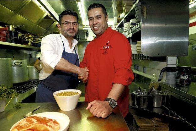 Stéphane Jégo, chef et patron du restaurant l'Ami Jean, avec Mohammad El-Khaldy, réfugié syrien qui travaille chez lui.