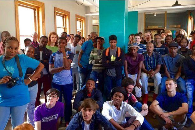 Des milliers de jeunes ont postulé pour entrer à WeThinkCode, la première franchise de l'école 42 qui dispense des cours d'informatique gratuit. Ici, des candidats lors d'une session début 2016 en Afrique du Sud.