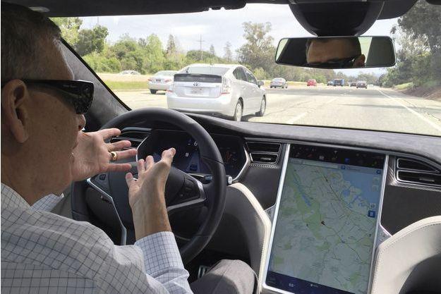 Démonstration de la Tesla S autonome