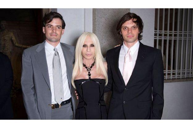 Les frères Haas avec Donatella Versace.