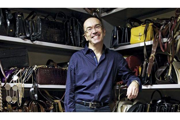 Des centaines de pochettes de sacs anciens et griffés Lancel ont été retrouvés par Guy Tarricone. Ils renaissent dans les dernières collections.