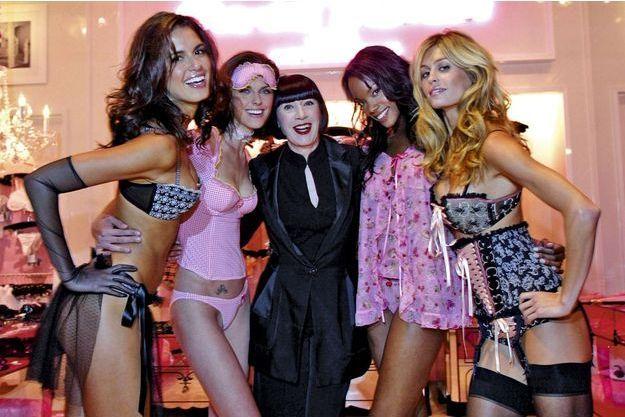 En 2005, Chantal Thomass inaugure la boutique Victoria's Secret de Las Vegas avec les tops du moment.