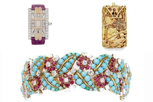 Trois lots de la vente aux enchères : une montre de dame Harry Winston (estimation 3500/5500 euros), un pendentif en or de César (estimation 4000/6000 euros) et un bracelet articulé en or jaune et platine, serti de turquoises, rubis et diamants (estimation 3000/5000 euros).