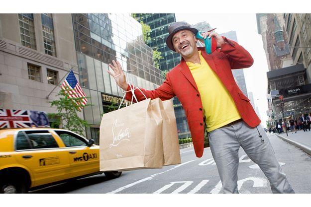 New York, 5e Avenue. Quand Christian Louboutin tente d'appeler un taxi...