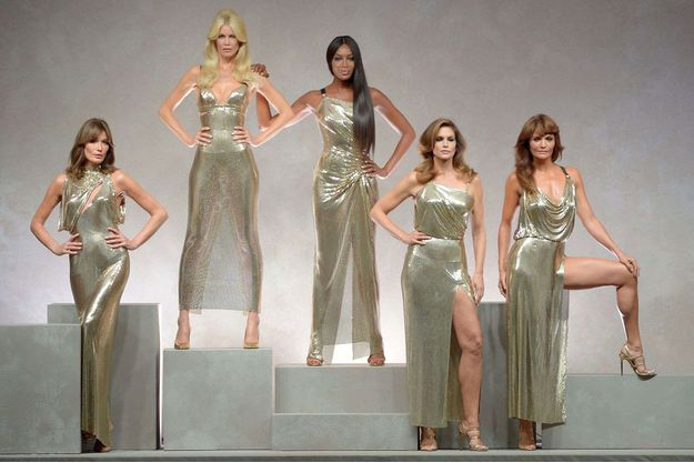 Claudia Schiffer, Naomi Campbell, Carla Bruni et Helena Christensen au défilé Versace à Milan