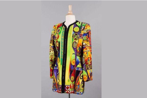 3/4 en coton et soie imprimé de motifs multicolores.
