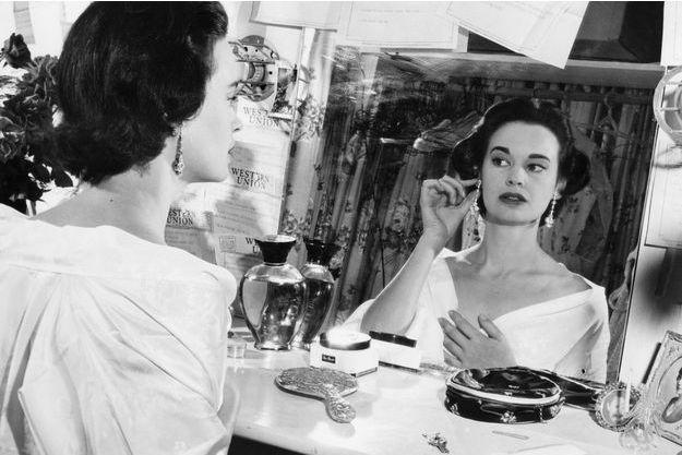 Gloria Vanderbilt en août 1954.