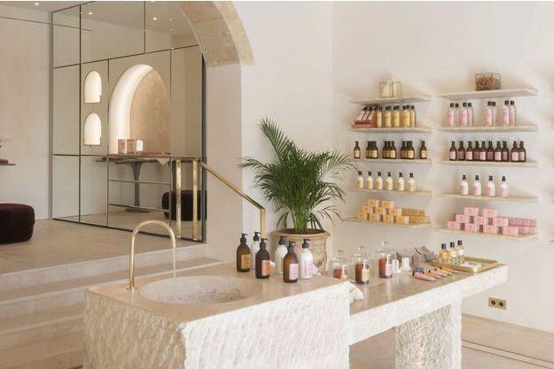 La boutique d'Aix-en-Provence, un écrin dédié aux fragrances et aux lumières de la Provence.