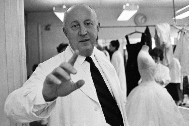 Paris, juillet 1957, avenue Montaigne : Christian Dior prépare une nouvelle collection