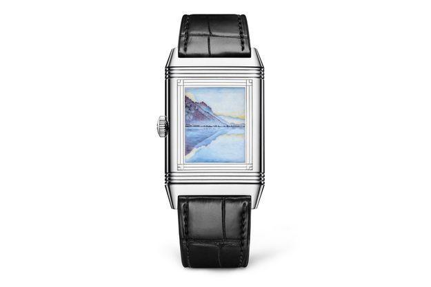 La manufacture Jaeger-LeCoultre dévoile une série de trois montres Reverso révélant un travail de gravure et d'émaillage remarquable.