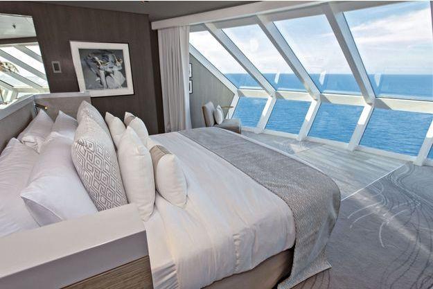 Dominant tout le navire, la chambre de l'une des deux Iconic Suites. Même le capitaine se trouve en dessous.