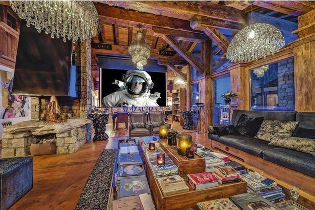 Un des salons du chalet Marco Polo, à Val-d'Isère…