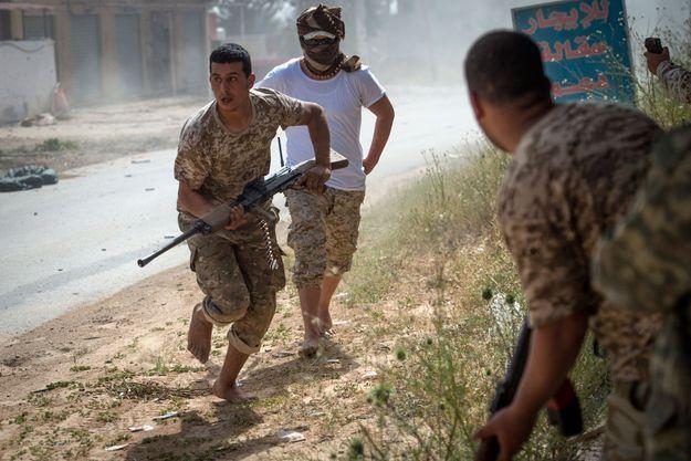 Le 25 avril 2019, les forces alliées au gouvernement d'entente nationale font face à l'Armée nationale libyenne dans la banlieue Tripoli