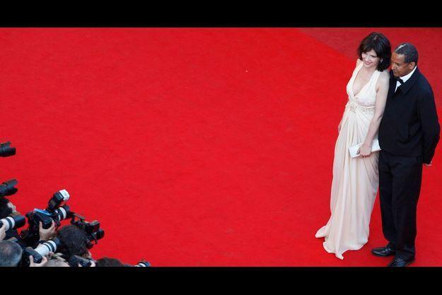 Pour l'Afrique. En robe Dior et bijoux Cartier, Juliette Binoche, ici en compagnie du cinéaste Abderrahmane Sissako, est la marraine du pavillon Les Cinémas du monde. « Le cinéma d'ailleurs m'a toujours nourrie », dit-elle.