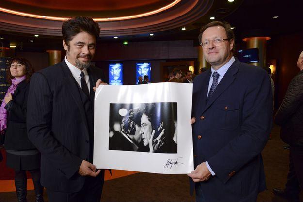 """Claude Hugot et Benicio del Toro à l'avant-première du film """"Paradise Lost""""."""