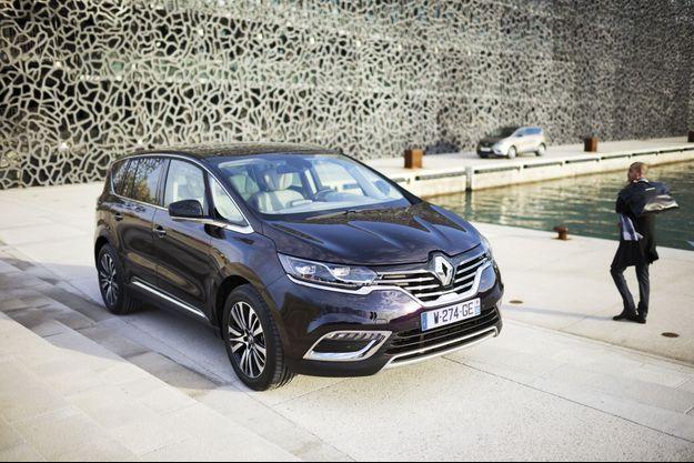 Le nouveau Renault Espace est un crossover généreux dans ses proportions, sa technologie, ses équipements et les émotions qu'il offre.