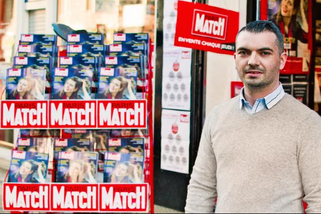 Diego, devant son magasin de presse de la rue Barla, à Nice.
