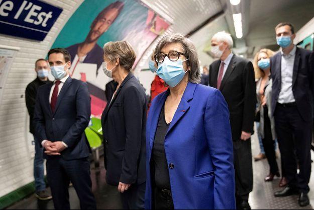 Catherine Guillouard, PDG du groupe RATP, dimanche à la station de métro Gare de l'Est avec Elisabeth Borne et Jean-Baptiste Djebbari.
